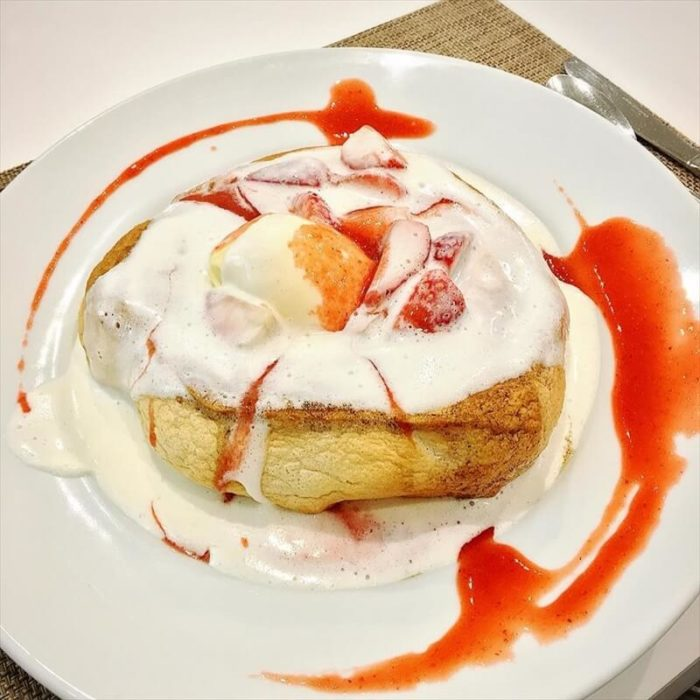 アトリエ コータの人気メニュー/苺のスフレパンケーキ