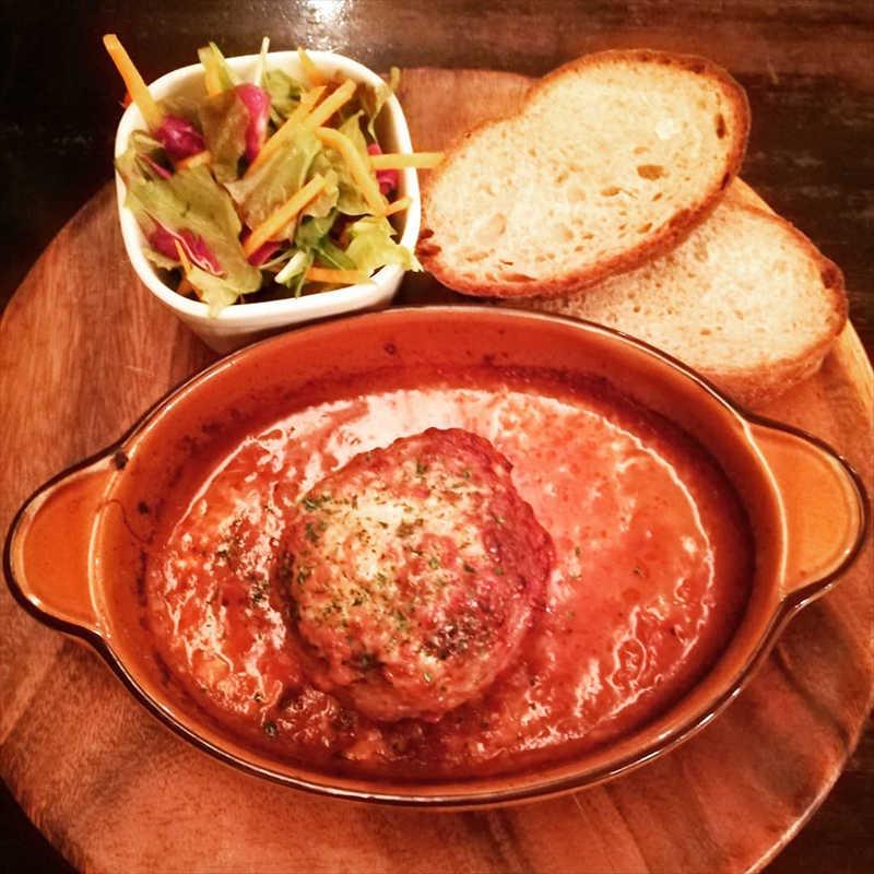 カフェ香咲の人気メニュー/トマトとチーズの煮込みハンバーグ