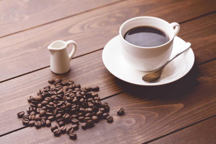 コーヒー豆とコーヒーのフリー画像